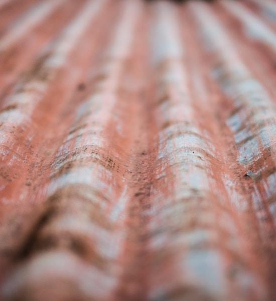 Asbestdakenverbod en het (verwarrende) effect op schadeuitkeringen